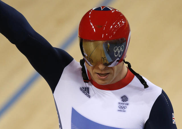 Britain's Chris Hoy celebrates after the track cycling men's keirin finals at the Velodrome during the London 2012 Olympic Games August 7, 2012. Hoy won the gold medal. REUTERS/Paul Hanna (BRITAIN - Tags: OLYMPICS SPORT CYCLING TPX IMAGES OF THE DAY)