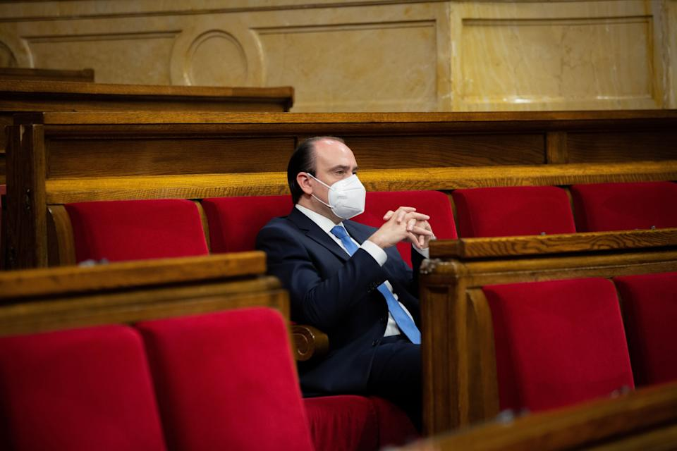 Daniel Serrano, el pasado 3 de julio, en su escaño del Parlament. (Photo: Europa Press News via Getty Images)