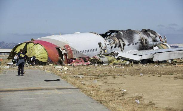 Here's What We Know About the Asiana Flight 214 Crash (So Far)