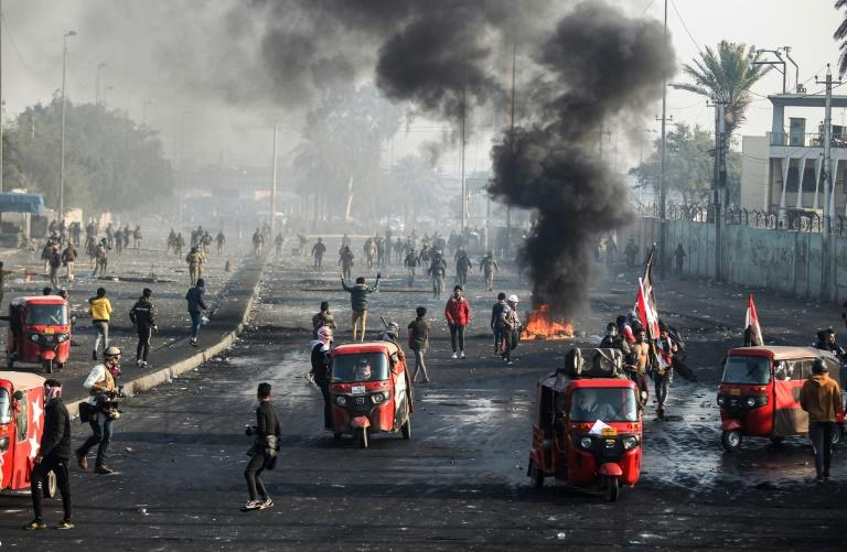 Iraqi protesters ramped up the pressure in Baghdad and the Shiite-dominated south of the country ahead of Monday's deadline (AFP Photo/AHMAD AL-RUBAYE)