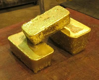 Castle Mountain First Gold Pour – October 15, 2020Approximately 727 ounces of contained gold (CNW Group/Equinox Gold Corp.)