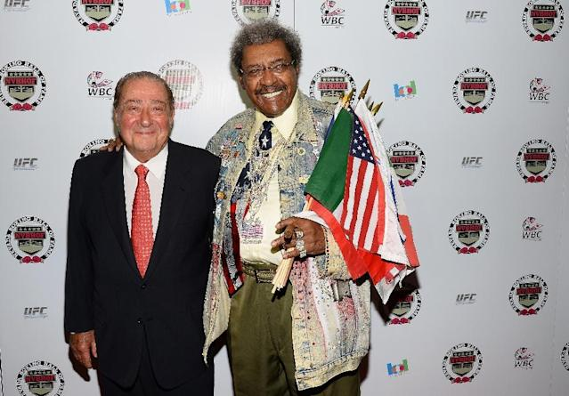 Boxing promoters and inductees Bob Arum (L) and Don King arrive at the Nevada Boxing Hall of Fame inaugural induction gala at the Monte Carlo Resort and Casino on August 10, 2013 (AFP Photo/Ethan Miller)