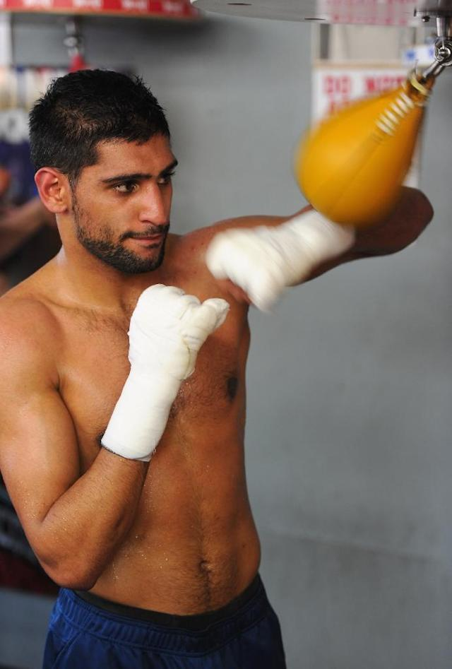 Professional British boxer Amir Khan trains during a sparring session in Hollywood, California (AFP Photo/Alberto E. Rodriguez)