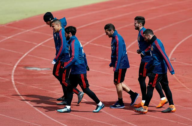 Soccer Football - Spain Training - Las Rozas, Spain - March 24, 2018 Spain's David de Gea, Rodrigo, Isco, Koke, Saul and Dani Carvajal during training REUTERS/Juan Medina