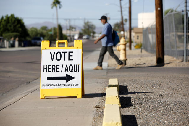 A sign in English and Spanish points people to a polling place in El Mirage, Ariz., during the U.S. presidential election Nov. 8, 2016. (Photo: Nancy Wiechec/Reuters)