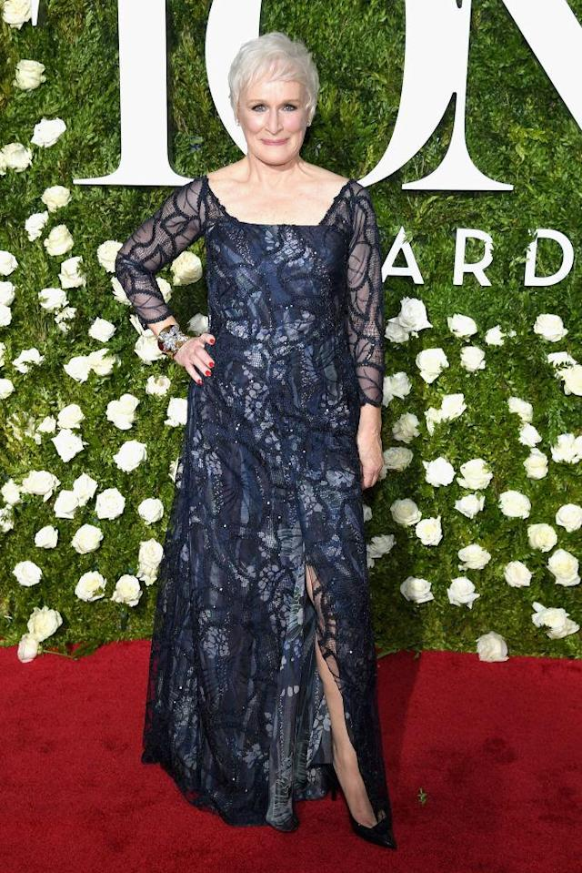<p>The actress, along with Sally Field, was regal in blue. (Photo: Getty Images) </p>
