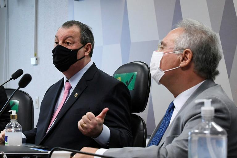 Senators Omar Aziz (L) and Renan Calheiros, chairman and rapporteur respectively, participate in the parliamentary inquiry commission on April 27, 2021