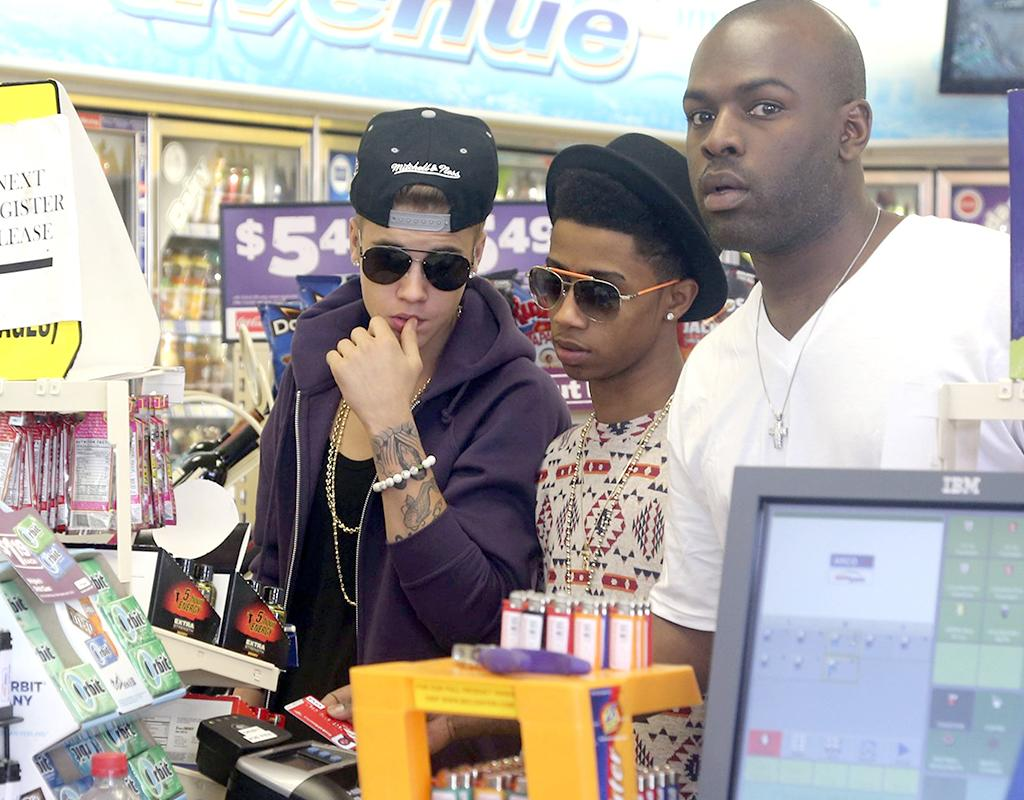 He might be a millionaire pop star, but Justin Bieber is also a 19-year-old kid who stops to pick up junk food at a gas station convenience store with pals once in a while. He was snapped doing just that on Thursday in Hollywood. (5/16/2013)