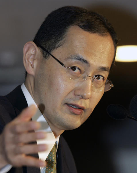 """FILE - In this Jan. 9, 2008 file photo, Shinya Yamanaka, a Kyoto University scientist, answers questions during a press conference in Tokyo. Yamanaka and British researcher John Gurdon have won the 2102 Nobel Prize in medicine or physiology. The prize committee at Stockholm's Karolinska Institute said Monday, Oct. 8, 2012 that the two researchers won the award """"for the discovery that mature cells can be reprogrammed to become pluripotent.""""(AP Photo/Shizuo Kambayashi, File)"""