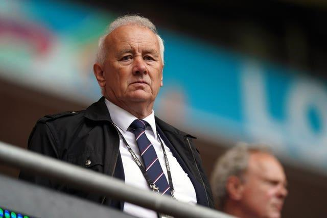 EFL chairman Rick Parry has expressed concerns that a Champions League revamp poses a major threat to the Carabao Cup