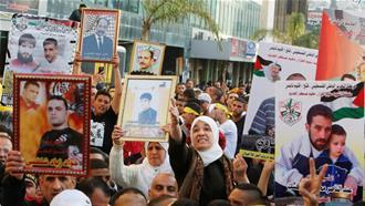 Israel punishes hunger-striking Palestinian prisoners