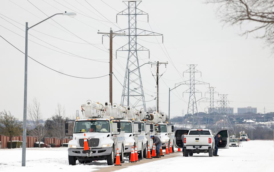 Pike Electric service trucks line up after the snowstorm on Feb. 16 in Fort Worth, Texas. (Photo: Ron Jenkins/Getty Images)