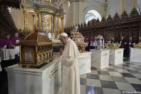Pope Francis prays in front of Peruvian Saints relics at the Cathedral San Juan Apostol y Evangelista in Lima, Peru, January 21, 2018. Osservatore Romano/Handout via REUTERS