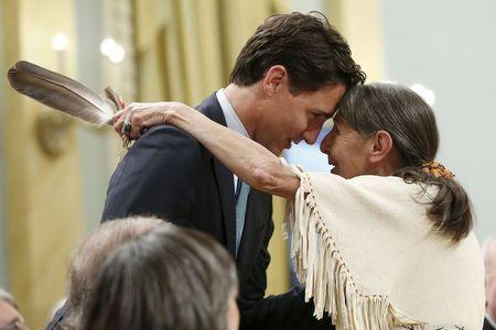 Canada's Liberal Leader Justin Trudeau (L) embraces Elder Evelyn Commanda-Dewache during the Truth and Reconciliation Commission of Canada's closing ceremony at Rideau Hall in Ottawa June 3, 2015. REUTERS/Blair Gable