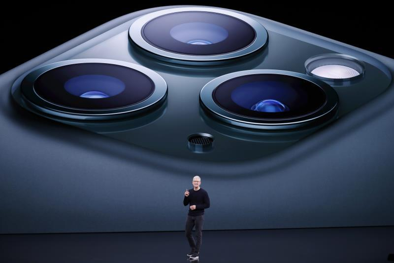 Apple CEO TIm Cook speaks about the iPhone 11 Pro during the Apple Special Event in the Steve Jobs Theater at Apple Park in Cupertino, California, USA, 10 September 2019. (Estados Unidos) EFE/EPA/JOHN G. MABANGLO