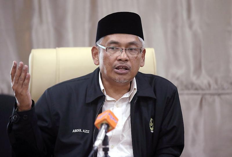 Perak State Executive Councillor Abdul Aziz Bari has refuted Datuk Seri Ahmad Faizal Azumu's claim that there had been attempts to oust him since he was appointed mentri besar. — Picture by Farhan Najib