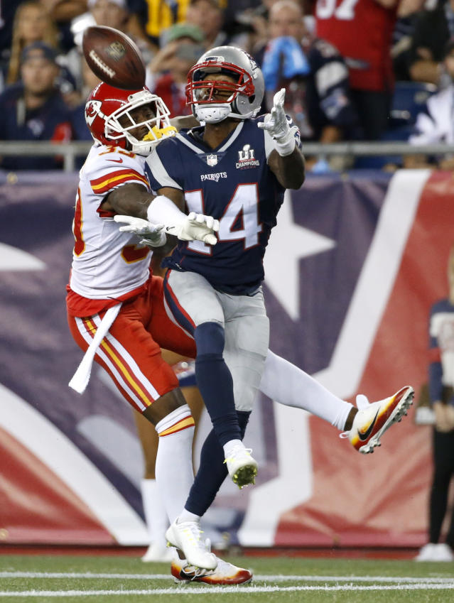 <p>Kansas City Chiefs defensive back Terrance Mitchell, left, keeps New England Patriots wide receiver Brandin Cooks (14) from catching a pass at the goal line during the second half of an NFL football game, Thursday, Sept. 7, 2017, in Foxborough, Mass. (AP Photo/Michael Dwyer) </p>