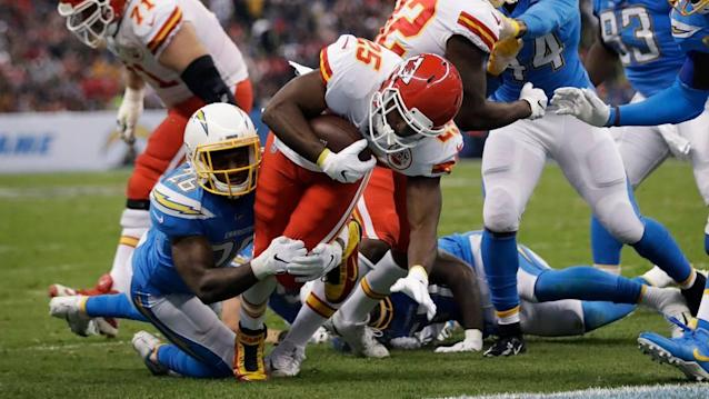 Viva Los Chiefs! KC plays tough defense, jumps on Chargers' miscues for win in Mexico