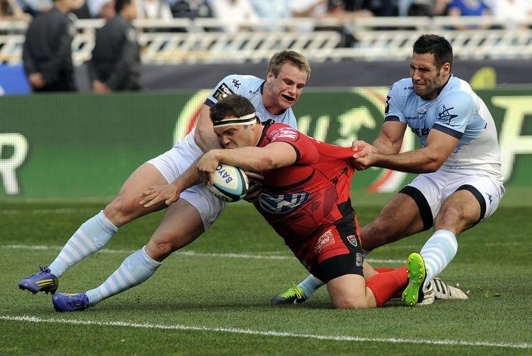 RCToulon's hooker Jean-Charles Orioli (C) attemps to score a try on March 23, 2013