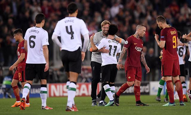Soccer Football - Champions League Semi Final Second Leg - AS Roma v Liverpool - Stadio Olimpico, Rome, Italy - May 2, 2018 Liverpool manager Juergen Klopp celebrates after the match with Mohamed Salah as Roma's Radja Nainggolan and Edin Dzeko look dejected REUTERS/Alberto Lingria
