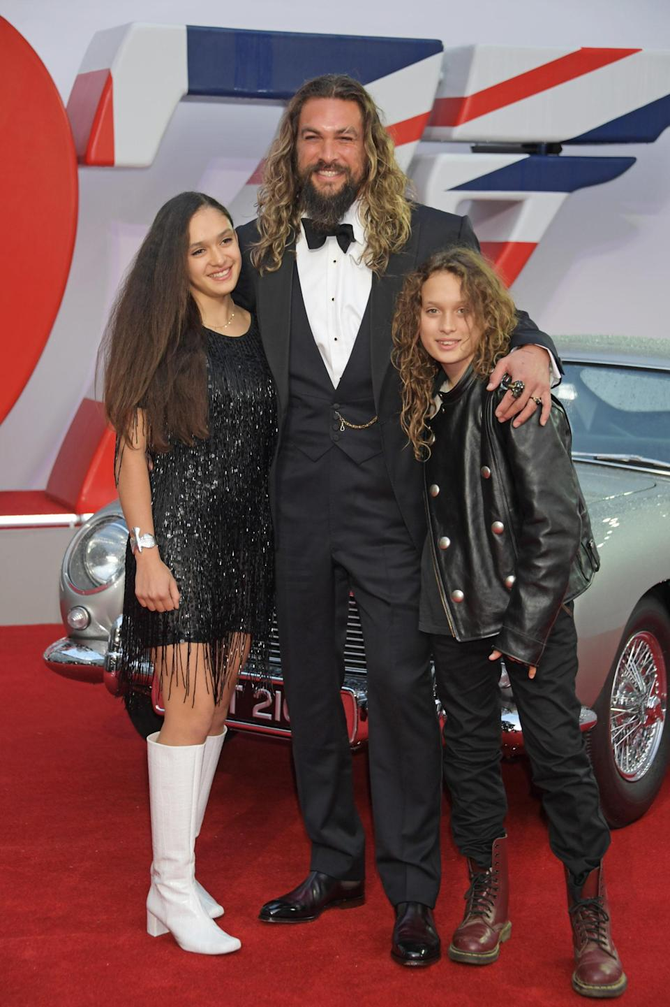 """LONDON, ENGLAND – SEPTEMBER 28: (L to R) Lola Iolani Momoa, Jason Momoa and Nakoa-Wolf Manakauapo Namakaeha Momoa attend the World Premiere of """"No Time To Die"""" at the Royal Albert Hall on September 28, 2021 in London, England. (Photo by David M. Benett/Dave Benett/Getty Images)"""