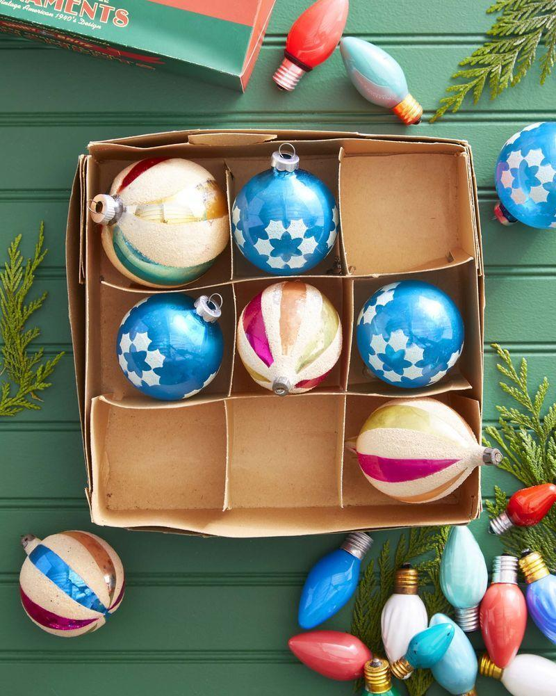 <p>A 9-by-9 ornament box and two sets of ornaments are all it takes to make the sweetest gift for the little ones in your life.</p>