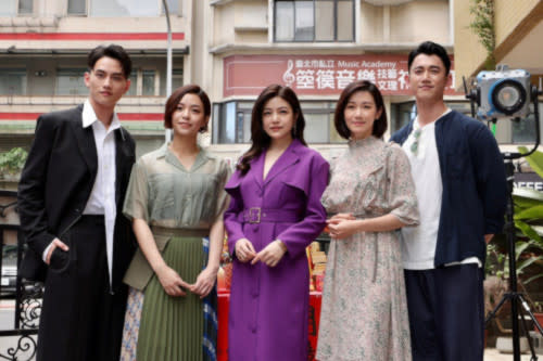 The cast of the new drama at the press conference