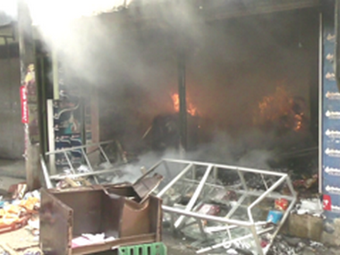 Mobs torched shops in Nugawela, Kandy, as communal violence escalated between groups of Sinhala Buddhist extremists and Muslim minority. N D Bandara/ Team 101 Reporters