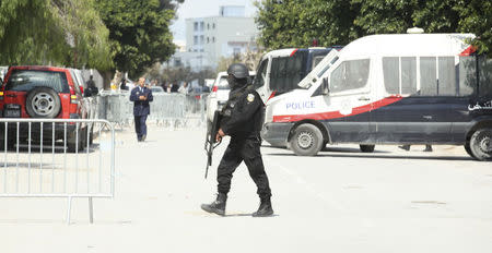 Police officers are seen outside parliament in Tunis March 18, 2015. REUTERS/Zoubeir Souissi