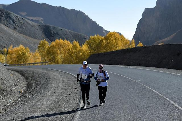 Canadian runner Martin Parnell (L) aims to support Afghan womens' freedom to run (AFP Photo/Wakil KOHSAR)