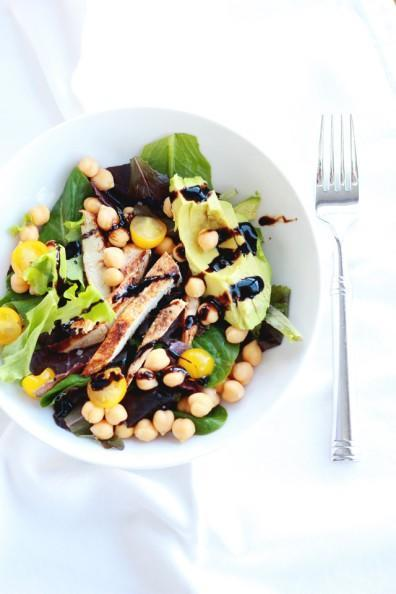 Chickpea and avocado salad with grilled chicken