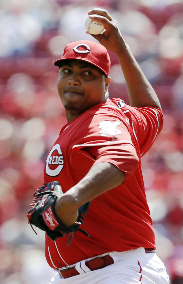 Cincinnati Reds starting pitcher Alfredo Simon throws against the Tampa Bay Rays in the first inning of a baseball game, Saturday, April 12, 2014, in Cincinnati. (AP Photo/Al Behrman)