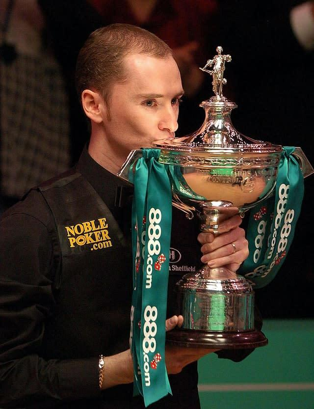 Scotland's Graeme Dott kisses the trophy after his win. (Rui Vieria/PA)
