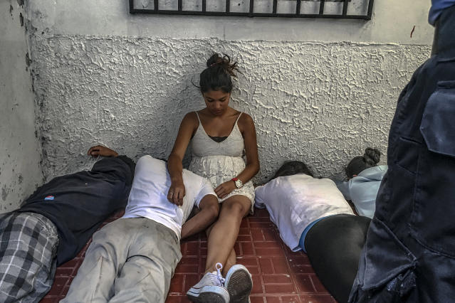 <p>During a military police operation in Hato de Enmedio neighbourhoood in Tegucigalpa, Honduras. Young boys and girls, allegedly belonging to the 18th street gang, or Mara-18, lie on the floor while the police search their house before being escorted away. (Photo: Francesca Volpi) </p>