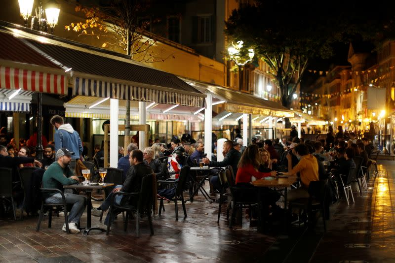 Restaurants before the nightly curfew in Nice