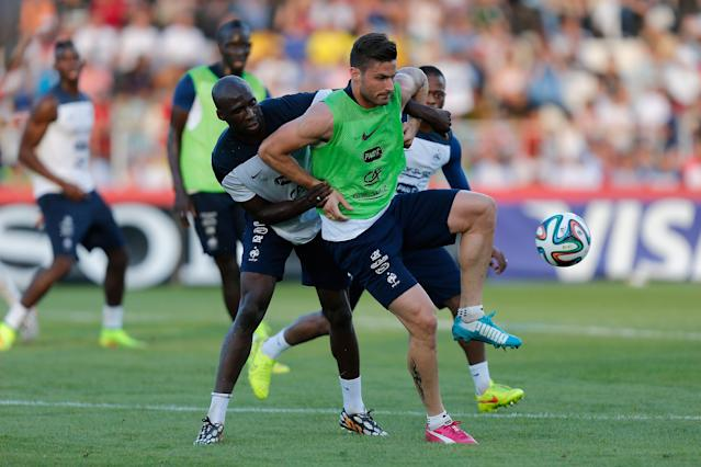 France's Olivier Giroud, green shirt, is challenged for the ball by Eliaquim Mangala during the first training session of the French national soccer team at the Santa Cruz Stadium in Ribeirao Preto, Brazil, Tuesday, June 10, 2014. France will face Ecuador, Switzerland and Honduras in group E of the 2014 Soccer World Cup. (AP Photo/David Vincent)
