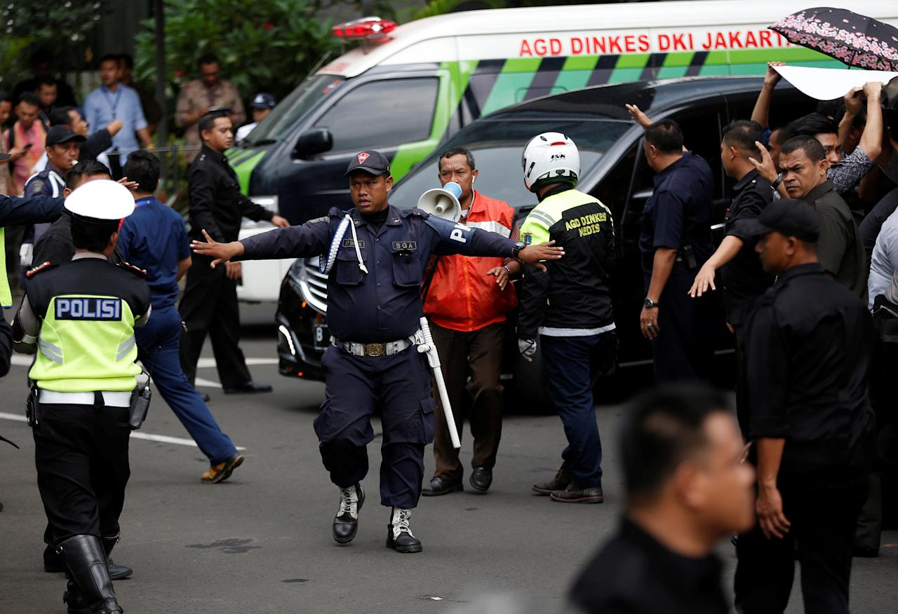 <p>A security guard makes way for a vehicle carrying an injured person outside the Indonesia Stock Exchange building following the collapse of a mezzanine floor in the lobby in Jakarta, Indonesia on Jan. 15, 2018. (Photo: Darren Whiteside/Reuters) </p>