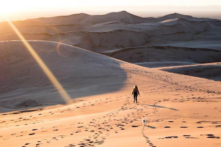 <p>Playing in the sand at Great Sand Dunes National Park in southern Colorado. (Photo: Our Vie / Caters News) </p>