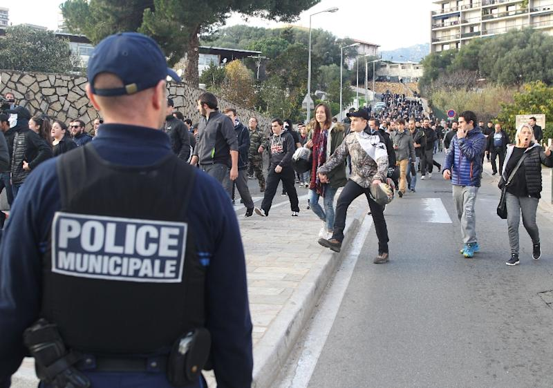 Police keep watch as hundreds defy a ban on rallies imposed in a flashpoint area of Ajaccio on December 27, 2015 after two days of anti-Arab protests (AFP Photo/Yannick Graziani)