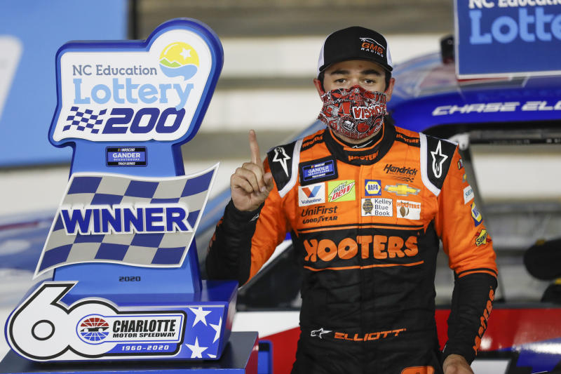 Elliott ends Busch's win streak, collects $100,000 bounty