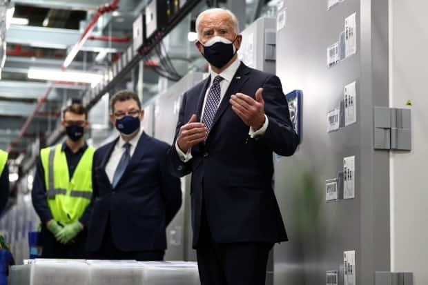 A U.S. lawmaker has said vaccinating Canadians and Mexicans against COVID-19 needs to be a future priority. In this photo, U.S. President Joe Biden tours a Pfizer manufacturing plant producing the vaccine in Kalamazoo, Mich., last month.  (Tom Brenner/Reuters - image credit)