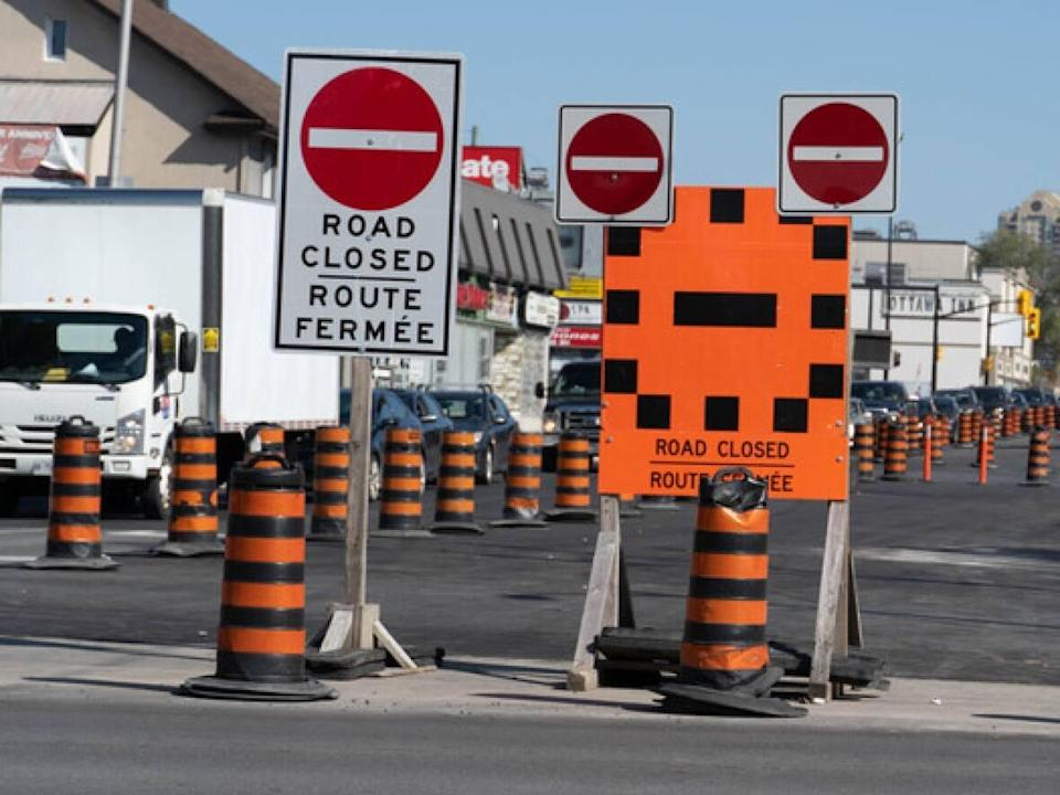 The eastbound lanes of Montreal Road are closed from Marier Street to St. Laurent Boulevard. (Jean Delisle/CBC  - image credit)