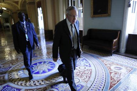 U.S. Senate Majority Leader Harry Reid (D-NV) (C) walks to his office as he arrives at the U.S. Capitol in Washington, October 4, 2013. REUTERS/Jonathan Ernst