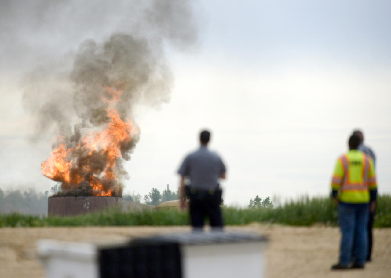 An oil tank burns after an explosion at a tank battery owned by Anadarko near the Grand View Estates neighborhood in Weld County on Thursday, May 25, 2017 in Mead, Colo. The fatal oil tank battery fire in northern Colorado appears to be unrelated to a nearby home explosion last month caused by a leaky gas line. (Lewis Geyer/Daily Camera via AP)