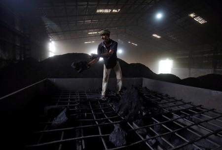 Indian miners reject plan to link national coal index to foreign prices