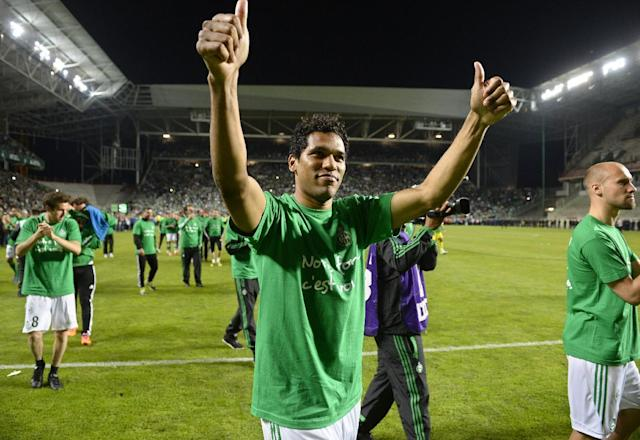 St Etienne's Brazilian forward Brandao (C) celebrates with teamates following the French L1 football match Saint-Etienne vs Ajaccio on May 17, 2014 (AFP Photo/Philippe Desmazes)