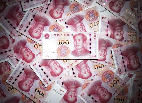 Over the first sevens months of the year, Chinese banks extended 3.8 trillion yuan (US$538 billion) in long-term loans to companies, down from 4.2 trillion yuan during the same period last year. Photo: Kyodo