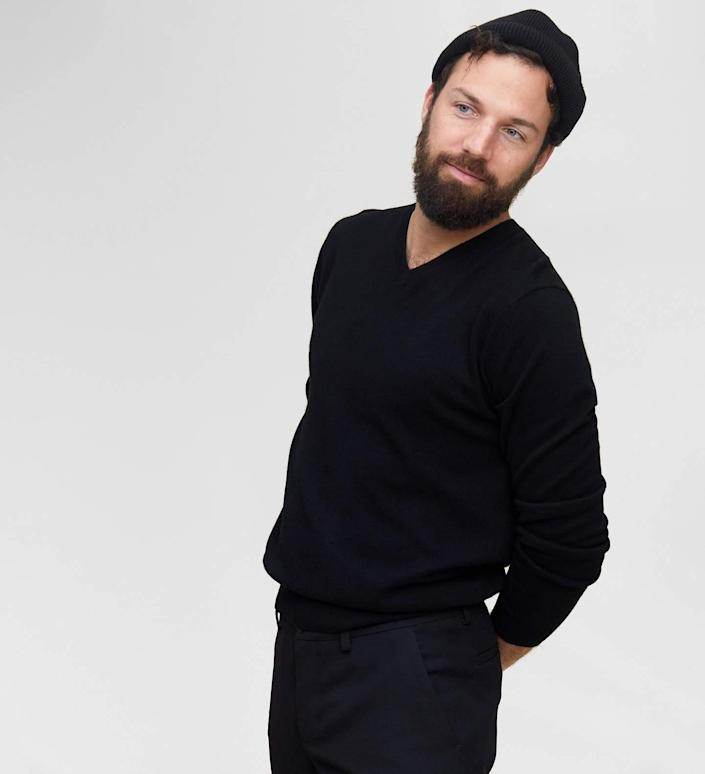 """This luxurious V-neck from State Cashmere is the perfect gift for the dad who enjoys the finer things. Plus, it comes in a range of wearable shades, like a neutral gray called City Smoke and a bold orange called Arancia Amara. $100, State Cashmere. <a href=""""https://statecashmere.com/collections/mens-100-cashmere/products/the-v-neck-basic-sweater?variant=39249603788902"""" rel=""""nofollow noopener"""" target=""""_blank"""" data-ylk=""""slk:Get it now!"""" class=""""link rapid-noclick-resp"""">Get it now!</a>"""