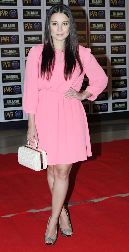 Less is indeed always more and Minissha'a look here is also about the same motto. She looks lovely in this pink dress, don't you think?
