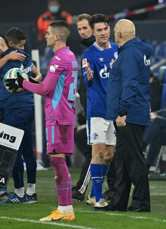 Schalke coach Christian Gross (R) congratulates Matthew Hoppe